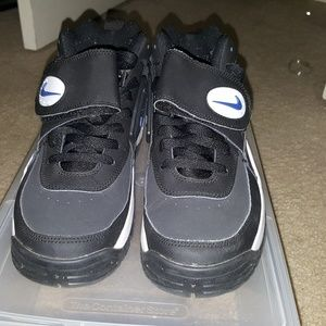 7a9bf6bbf6 Nike Shoes   Air Mission Junior Seau Size 8   Poshmark